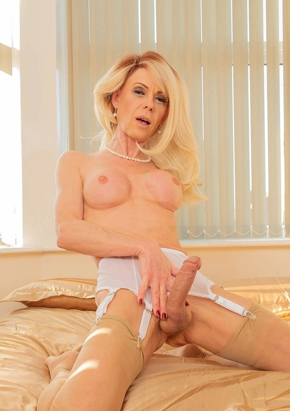 Joanna Jet – Me and You 348 – Cougar Seduction (29 March 2019)
