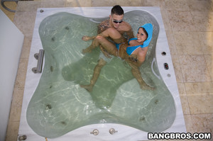 Rachel Roxxx - Can Luis get his Roxxx off