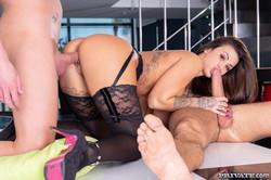 Susy-Gala-Enjoys-Threesome-With-Plumber-And-Husband-1600px-103X-l6xx562j45.jpg