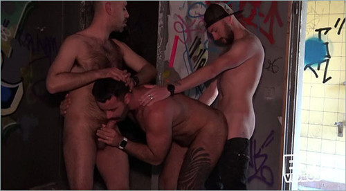 EricVideos - 2 Voyeurs Join Ziad And Teddy (Lenny, Teddy & Ziad) Bareback