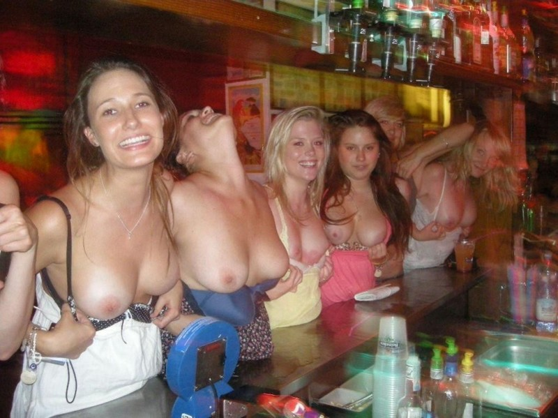 girls flashing tits