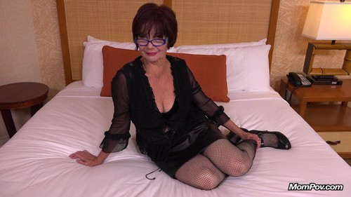 Mompov.com -   Svetlana - 64 year Old Russian Immigrant