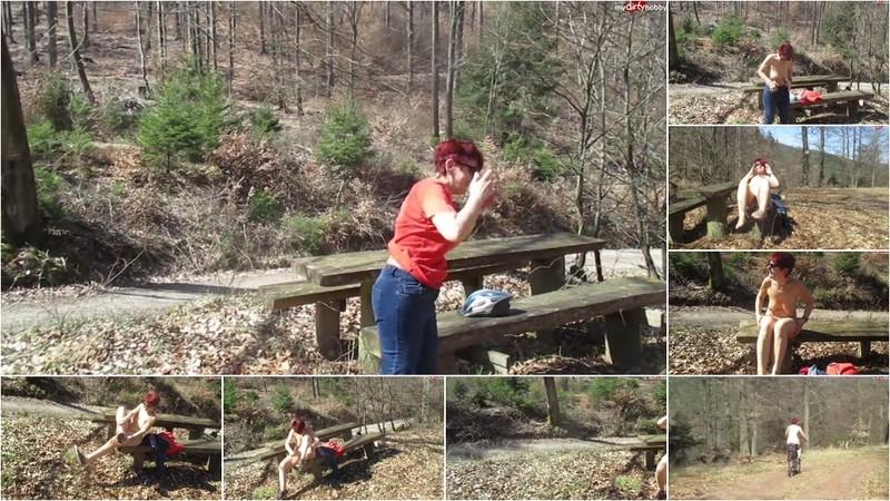 geilemama64 - Nackt im Wald [HD 720P]