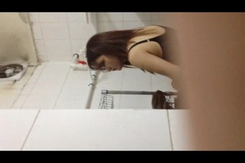 pi1mv8q6bc3a - China pissing girls	3492