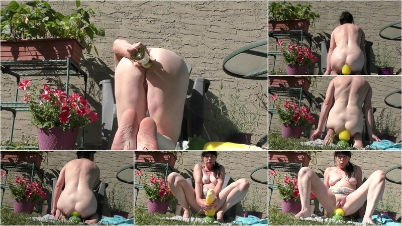 Dirtygardengirl - Gardening With Big Ass Corn [FullHD 1080P]