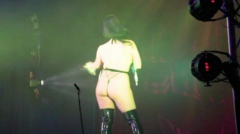 Celebrity Content - Naked On Stage - Page 20 1hghsj0j3w0g