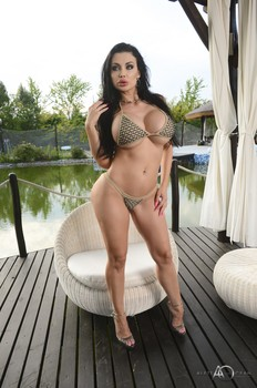 Aletta Ocean - Outdoor play 10/04/19